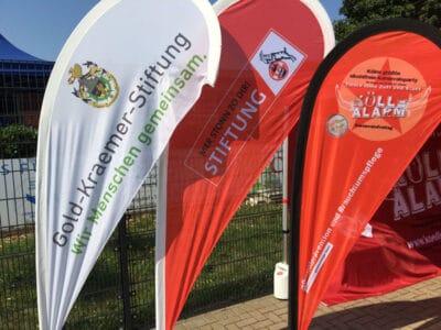 Beachflags von KölleAlarm, Stiftung 1. FC Köln, Gold-Kraemer Stiftung